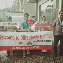 Foto Penyerahan Unit 6 Sales Marketing Mobil Dealer Mitsubishi Tasikmalaya Denis