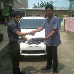 Foto Penyerahan Unit 6 Sales Marketing Mobil Dealer Nissan Cibubur Sapta