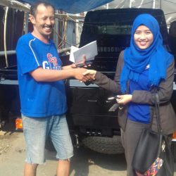 Foto Penyerahan Unit 6 Sales Marketing Mobil Dealer Suzuki Refni