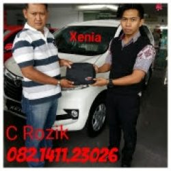Foto Penyerahan Unit 7 Sales Marketing Mobil Dealer Daihatsu Rozik