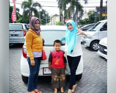 foto-penyerahan-unit-7-sales-marketing-mobil-dealer-daihatsu-salatiga-avi