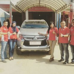 Foto Penyerahan Unit 7 Sales Marketing Mobil Dealer Mitsubishi Padang Tommy