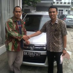 Foto Penyerahan Unit 7 Sales Marketing Mobil Dealer Suzuki Medan Leonard