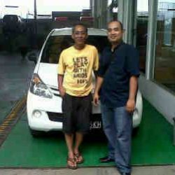 Foto Penyerahan Unit 8 Sales Marketing Mobil Dealer Daihatsu Cirebon Harry