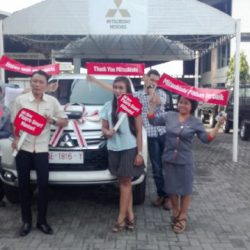 foto-penyerahan-unit-8-sales-marketing-mobil-dealer-mitsubishi-kediri-yuyun