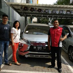 Foto Penyerahan Unit 8 Sales Marketing Mobil Dealer Mitsubishi Satrio