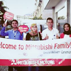 Foto Penyerahan Unit 8 Sales Marketing Mobil Dealer Mitsubishi Tasikmalaya Denis