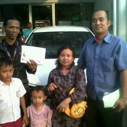 Foto Penyerahan Unit 9 Sales Marketing Mobil Dealer Daihatsu Cirebon Harry