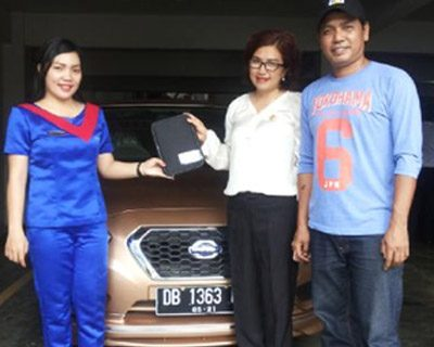 foto-penyerahan-unit-9-sales-marketing-mobil-dealer-datsun-manado-leidy-warouw