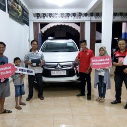 Foto Penyerahan Unit 9 Sales Marketing Mobil Dealer Mitsubishi Padang Tommy