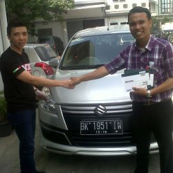 Foto Penyerahan Unit 9 Sales Marketing Mobil Dealer Suzuki Medan Leonard