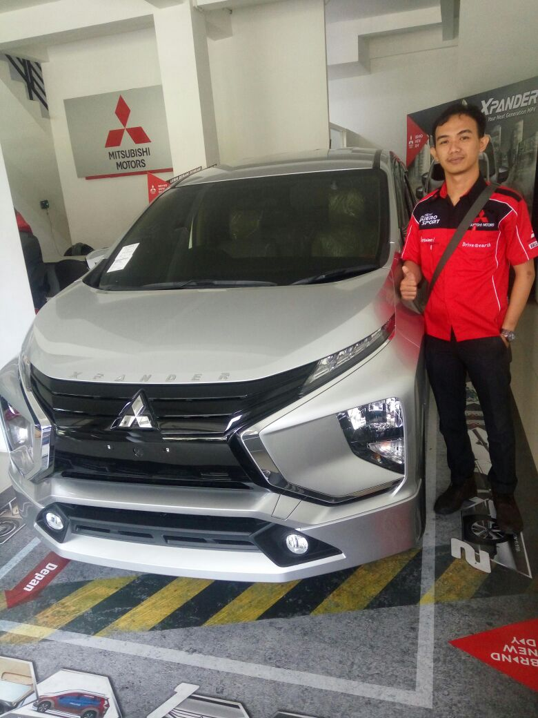 Sales Marketing Mobil Dealer Mitsubishi Bayu