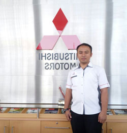 Sales Marketing Mobil Dealer Mitsubishi Padang Tommy