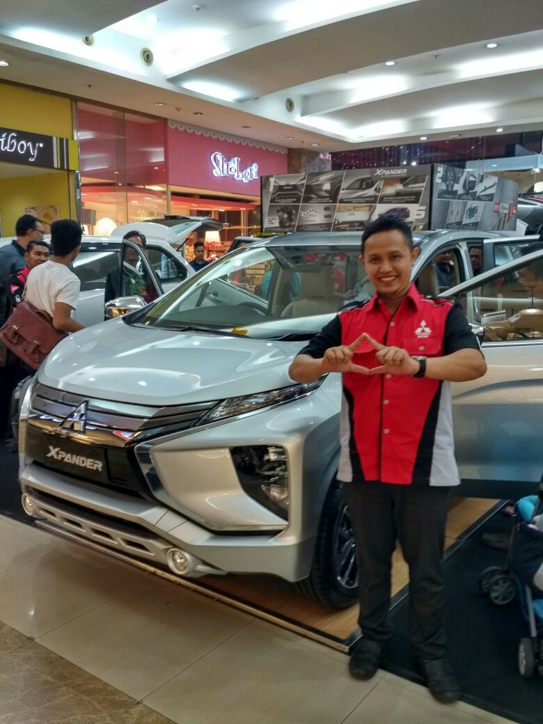 Sales Marketing Mobil Dealer Mitsubishi Probolinggo Mizan