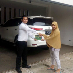 Sales Marketing Mobil Dealer Toyota Cimanggis Rizky