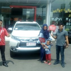 Foto Penyerahan Unit 22 Sales Marketing Mobil Dealer Mitsubishi Solo Agus