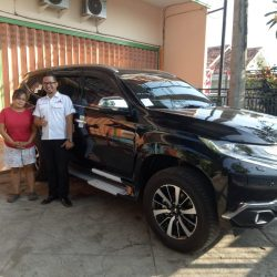 Foto Penyerahan Unit 1 Sales Marketing Mobil Dealer Mitsubishi Beny