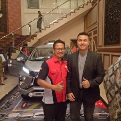 Foto Penyerahan Unit 5 Sales Marketing Mobil Dealer Mitsubishi Beny