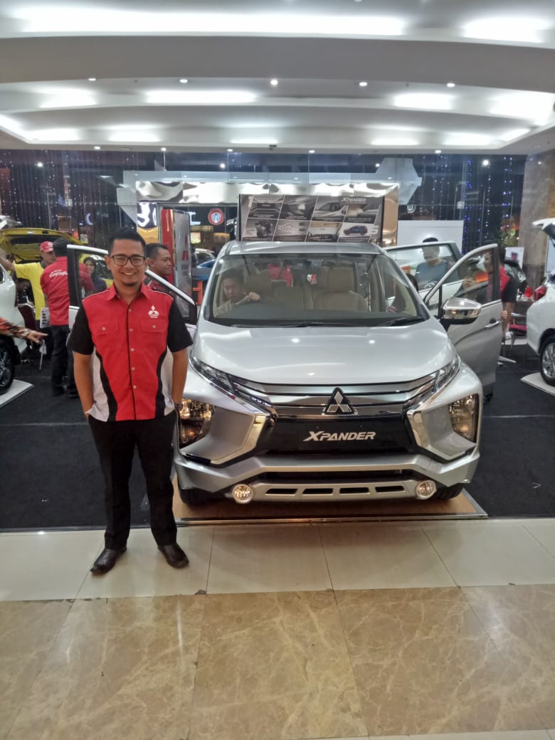 Sales Marketing Mobil Dealer Mitsubishi Beny
