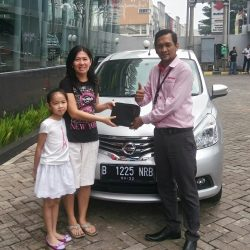 Foto Penyerahan Unit 14 Sales Marketing Mobil Dealer Nissan Ardy