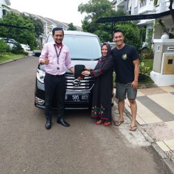 Foto Penyerahan Unit 5 Sales Marketing Mobil Dealer Nissan Ardy