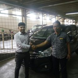 Foto Penyerahan Unit 1 Sales MArketing Mobil Deales Suzuki Sidoarjo Hendro
