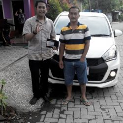 foto-penyerahan-unit-1-sales-marketing-mobil-daihatsu-kudus-farij