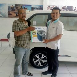 Foto Penyerahan Unit 1 Sales Marketing Mobil Dealer Daihatsu Karanganyar Bowo