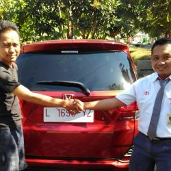 Foto Penyerahan Unit 1 Sales Marketing Mobil Dealer Honda Eko