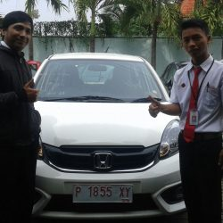 Foto Penyerahan Unit 1 Sales Marketing Mobil Dealer Honda Jember Heru