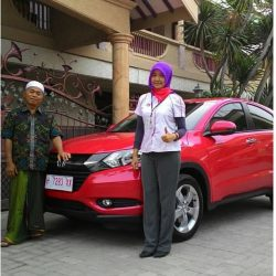 Foto Penyerahan Unit 1 Sales Marketing Mobil Dealer Honda Salatiga Irma