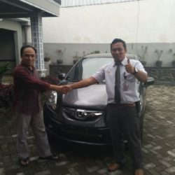 Foto Penyerahan Unit 1 Sales Marketing Mobil Dealer Honda Trenggalek Hendro