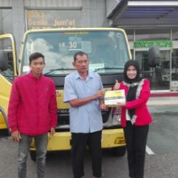 foto-penyerahan-unit-1-sales-marketing-mobil-dealer-mitsubishi-kediri-yuyun