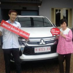Foto Penyerahan Unit 1 Sales Marketing Mobil Dealer Mitsubishi Magelang Andreas
