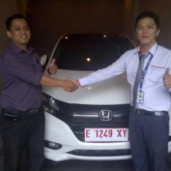 Foto Penyerahan Unit 1 Sales Marketing Mobil Dealer Mobil Honda Kuningan Ronald