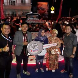 Foto Penyerahan Unit 1 Sales Marketing Mobil Dealer Suzuki DzuL
