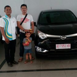 Foto Penyerahan Unit 10 Sales Marketing Mobil Dealer Daihatsu Solo Bowo
