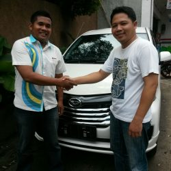Foto Penyerahan Unit 10 Sales Marketing Mobil Dealer Daihatsu Tryastono