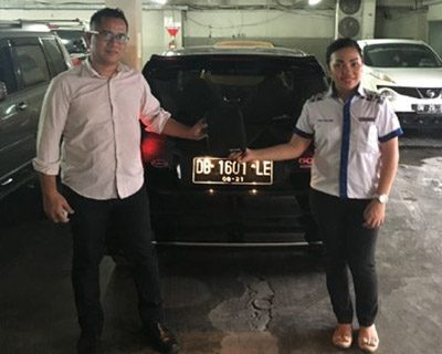 foto-penyerahan-unit-10-sales-marketing-mobil-dealer-datsun-manado-leidy-warouw