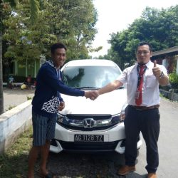 Foto Penyerahan Unit 12 Sales Marketing Mobil Dealer Honda Trenggalek Hendro
