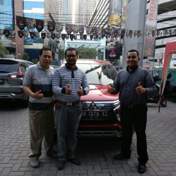 Foto Penyerahan Unit 12 Sales Marketing Mobil Dealer Mitsubishi Satrio