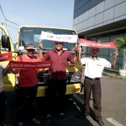 foto-penyerahan-unit-14-sales-marketing-mobil-dealer-mitsubishi-surabaya-syaifudin