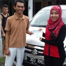 Foto Penyerahan Unit 14 Sales Marketing Mobil Dealer Suzuki Refni