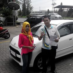 foto-penyerahan-unit-2-sales-marketing-mobil-daihatsu-kudus-farij