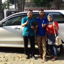 foto-penyerahan-unit-2-sales-marketing-mobil-dealer-daihatsu-tuban-rohman