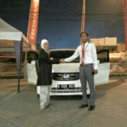 Foto Penyerahan Unit 2 Sales Marketing Mobil Dealer Honda Cibubur Yudi