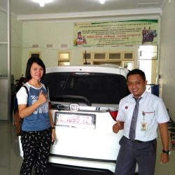 Foto Penyerahan Unit 2 Sales Marketing Mobil Dealer Honda Eko