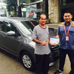 Foto Penyerahan Unit 2 Sales Marketing Mobil Dealer Suzuki Malang Nino