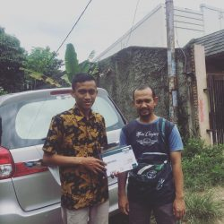 Foto Penyerahan Unit 2 Sales Marketing Mobil Dealer Suzuki Wisnu