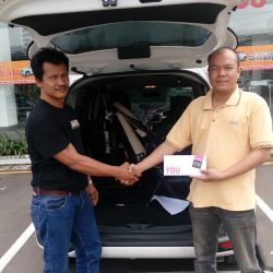 Foto Penyerahan Unit 2 Sales Marketing Mobil Dealer Toyota Cibubur Jimmy
